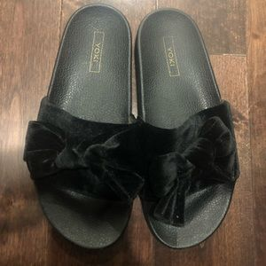 Shoes - Velour slides